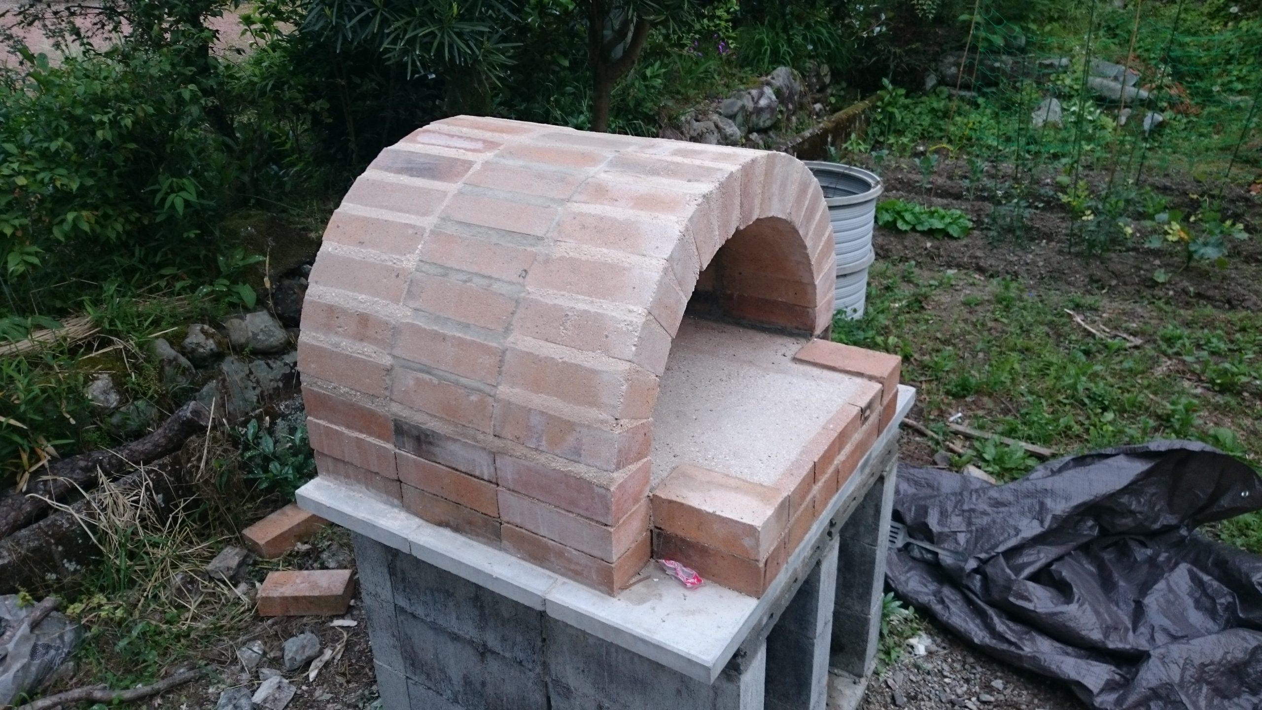 ピザ窯アーチの組立