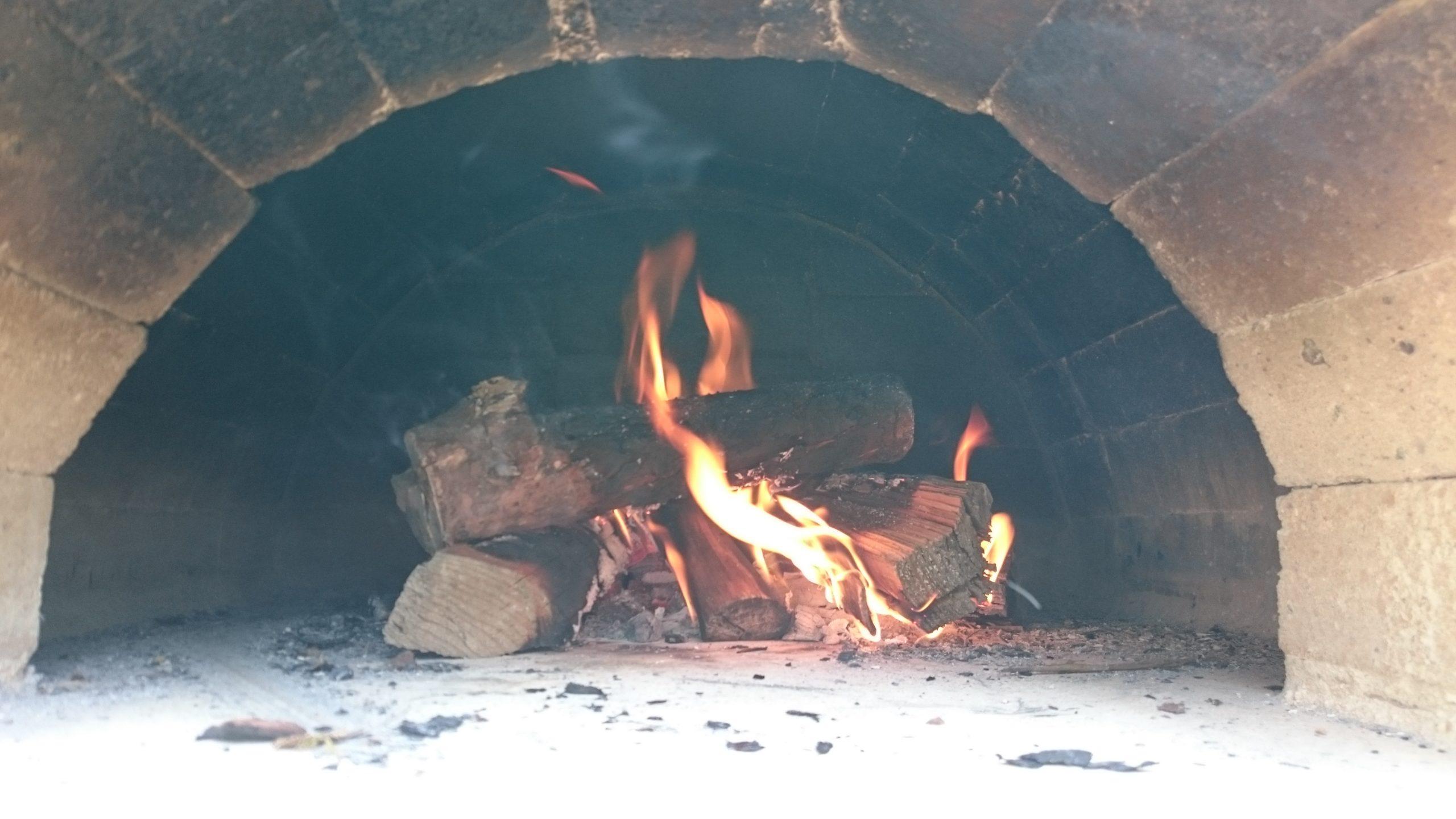 ピザ窯火入れ2