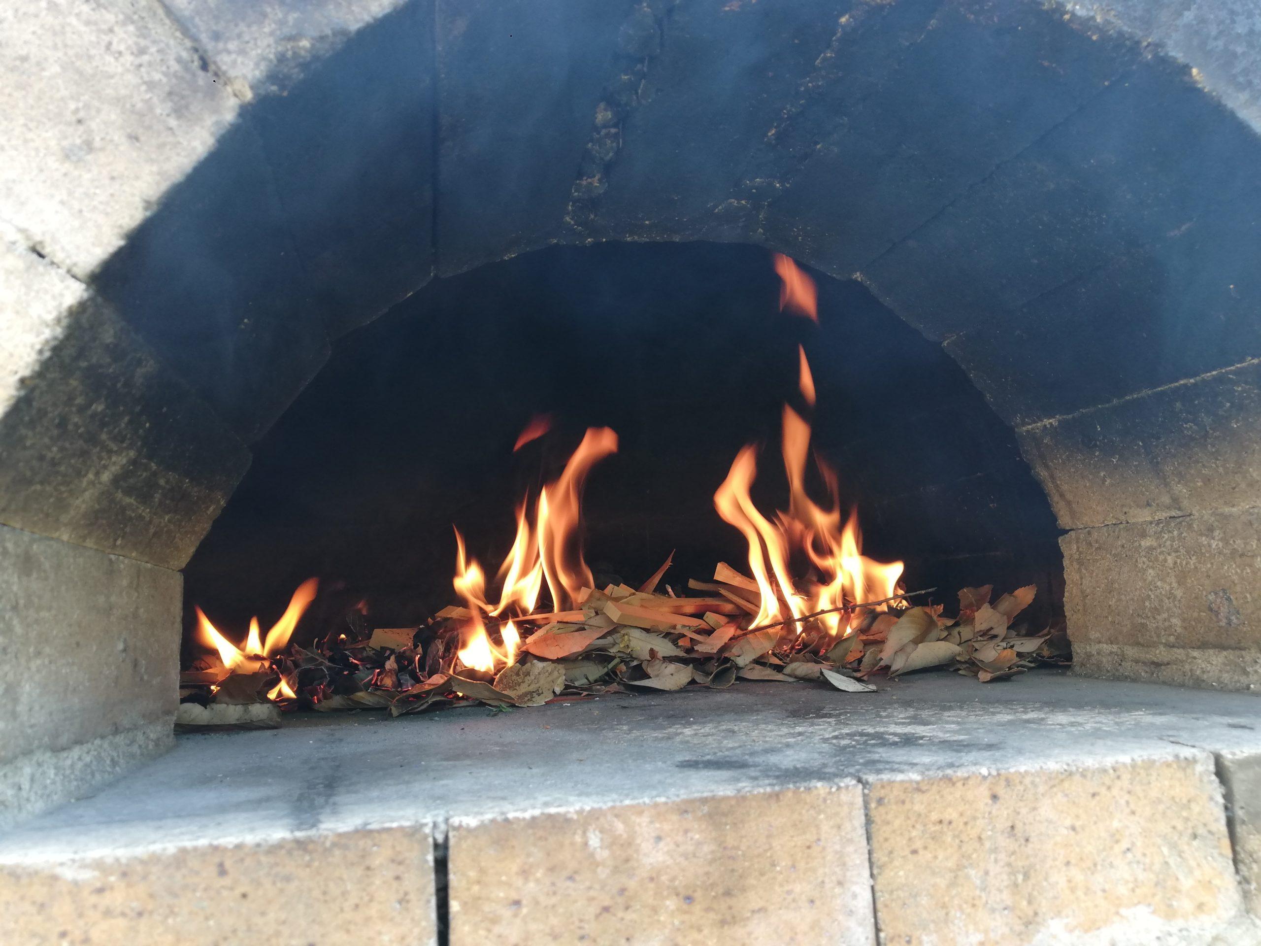 ピザ窯火入れ4